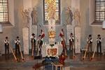 Biosphärenreservat, Alphornbläser Thüringische Rhön, Alphornbläser am Altar, Brückenauer Alphornbläser